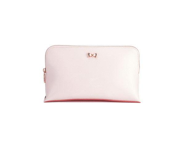 Ted Baker全場63折優惠!Large Tote連Clutch只係HKhttp://www.ibuyclub.com/wp-content/uploads/2016/06/ted-baker-leonie-washbag-baby-pink.jpg,090!